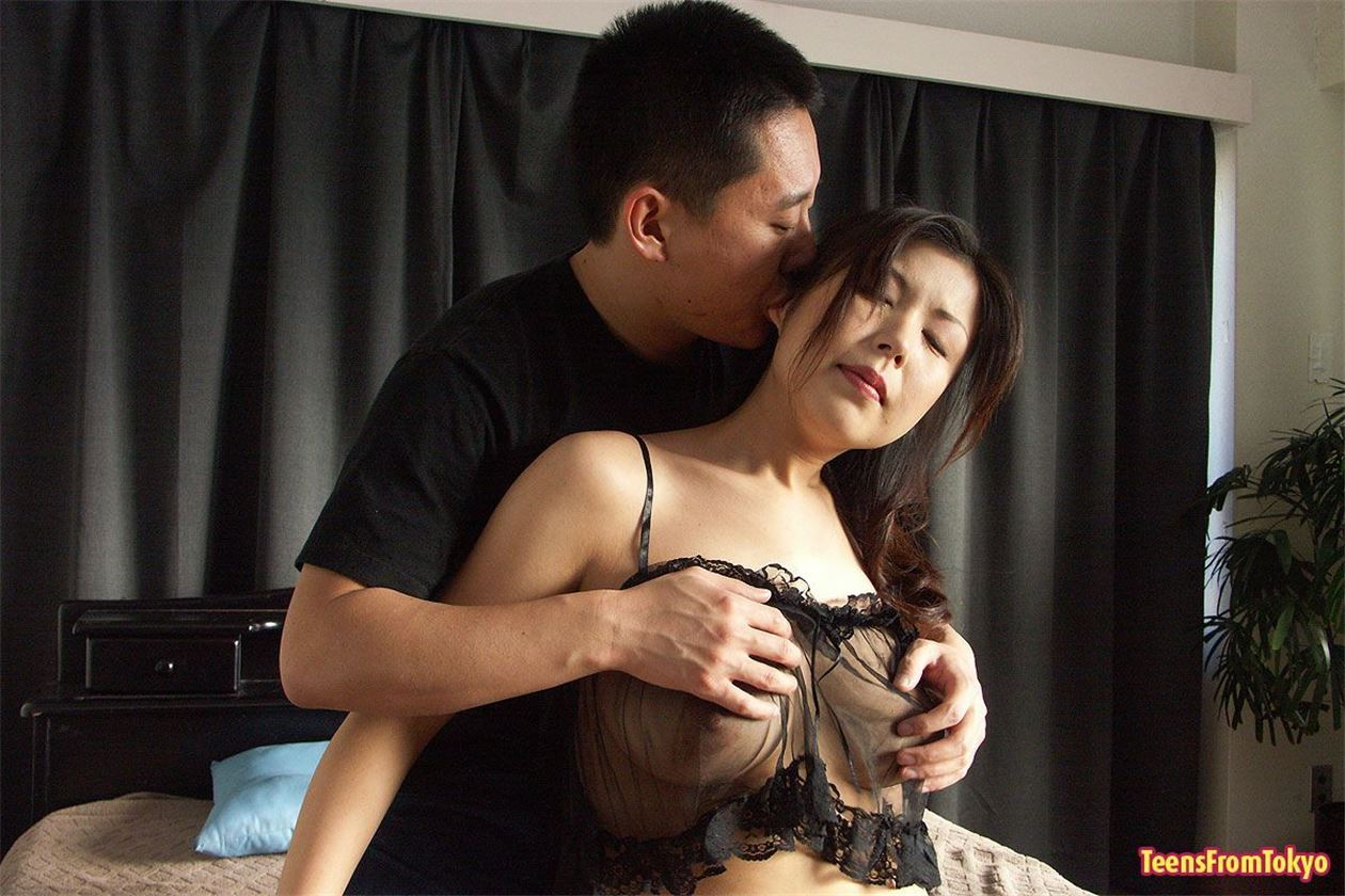 realnie-porno-video-muzh-zastukal-zhenu-s-lyubovnikom
