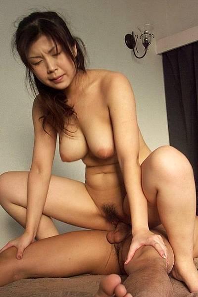 Муж застал свою азиатскую жену во время секса с любовником