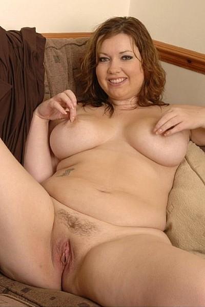 Домашняя эротическая фотосессия симпатичной толстушки