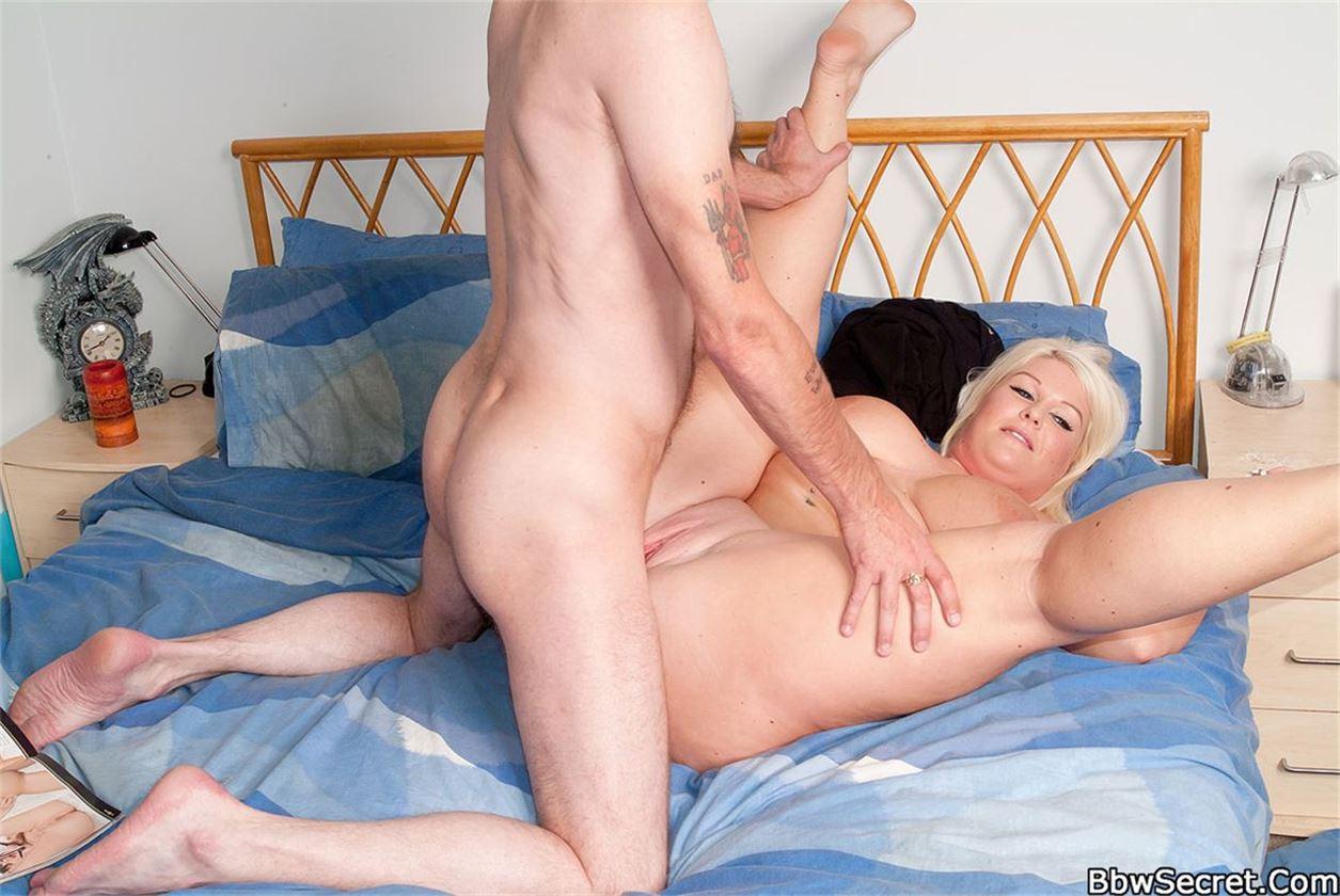 Толстая блондинка трахает онлайн 15 фотография