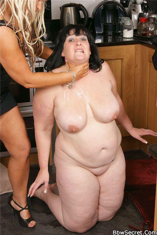Жена наблюдает через скрытую камеру за изменой мужа