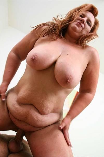 Мужик отъебал толстуху с большими сиськами и кончил ей на живот