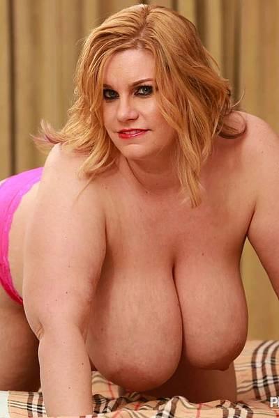 Толстая бабища с огромными сиськами трахается с хахалем