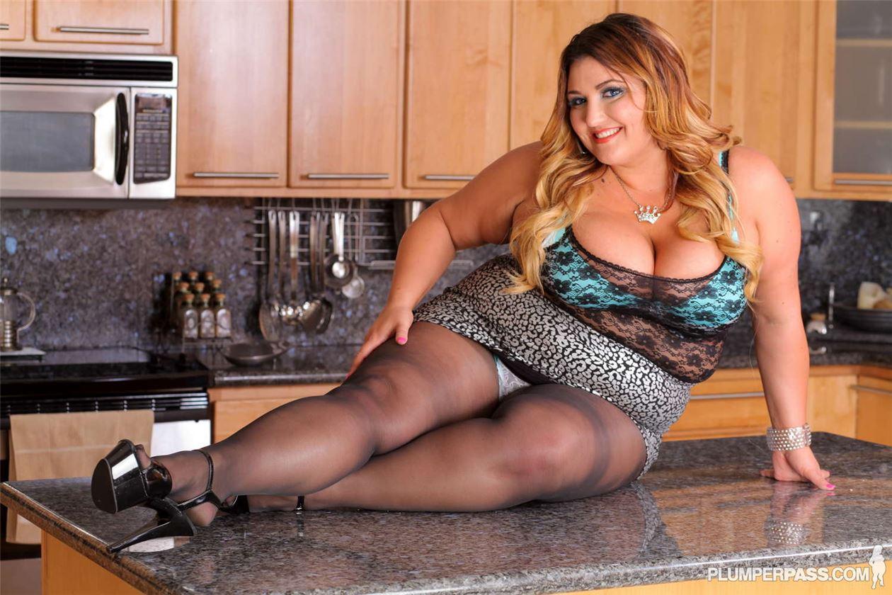 Порно фото баб на кухне, подсмотрели знаменитостей голыми