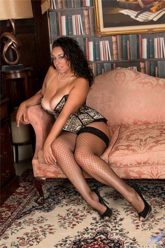 Секс в чулках и корсете
