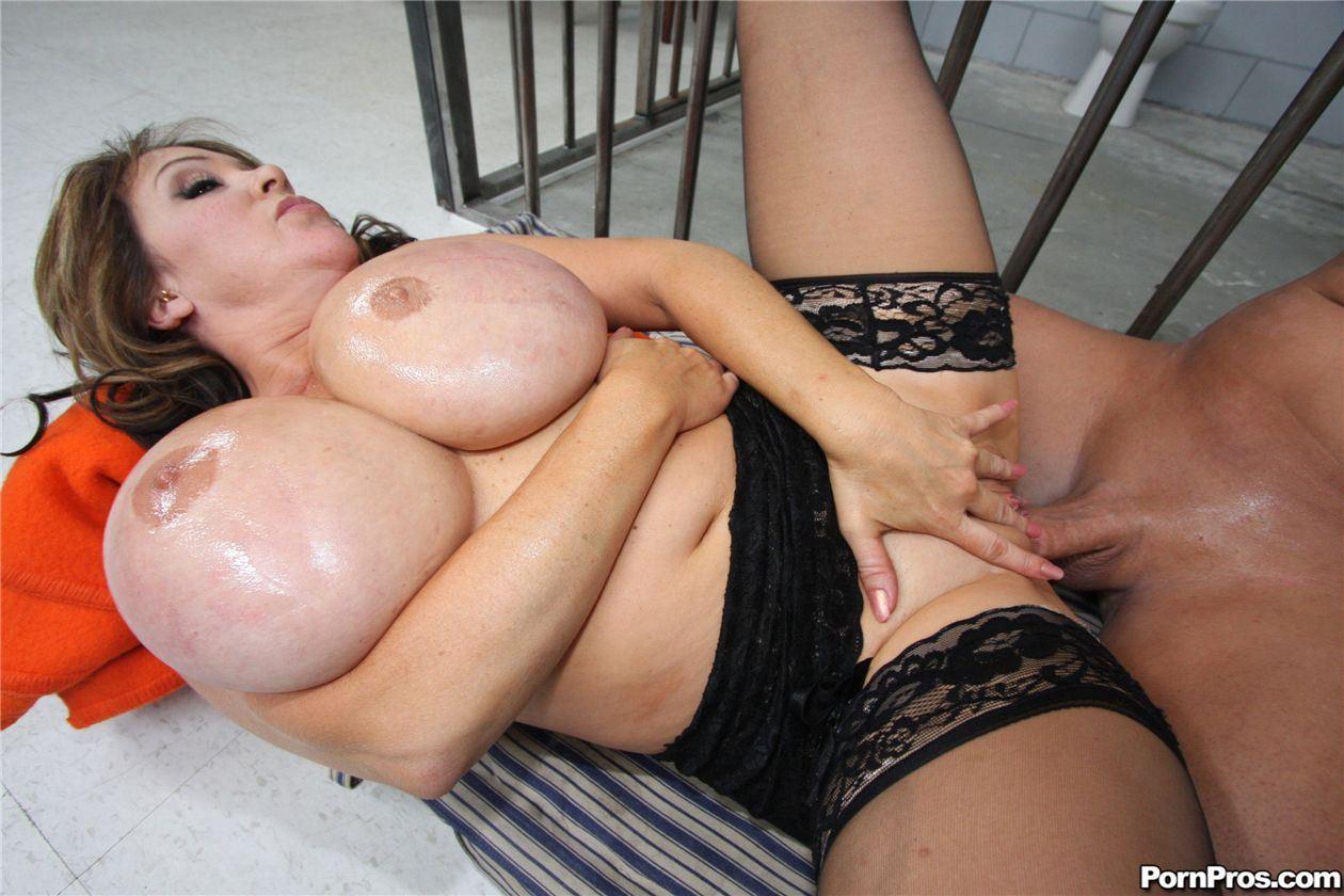 Сисястая бабка обожает молодые лисюны фото 11-300