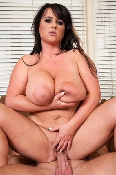 Сексуальная женщина с большими сиськами трахается с мужиком 7