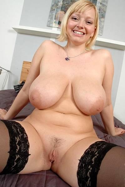 Горячая блондинка с большим бюстом сама сексуальность