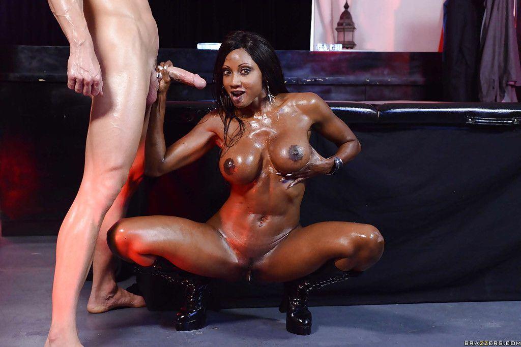 Порно фото силиконовая жопа