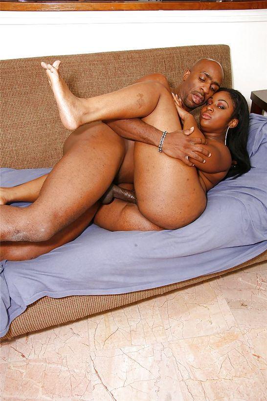 Порно с толстожопыми негритянками, встретили подружек и трахнули