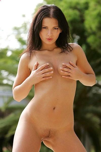 Сексуальная девушка в купальнике