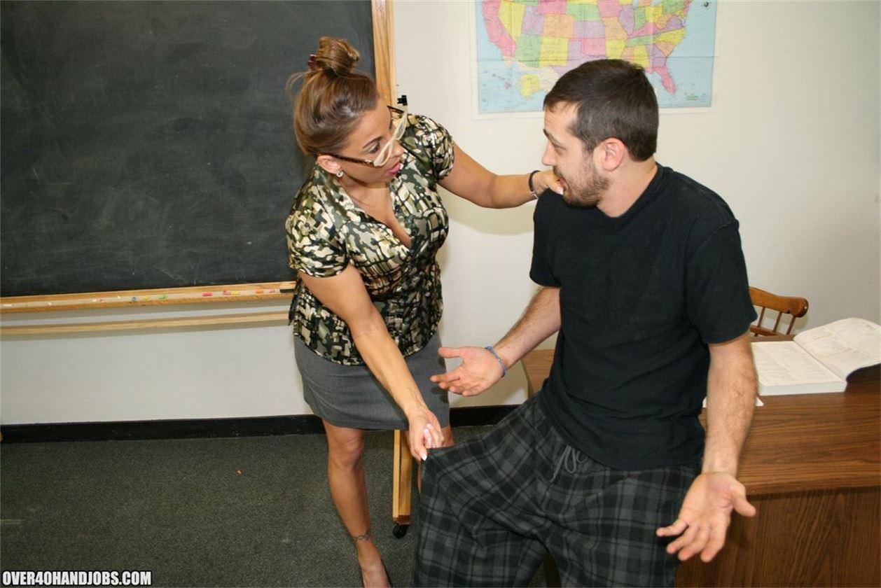 Учительница дрочит на уроки 23 фотография