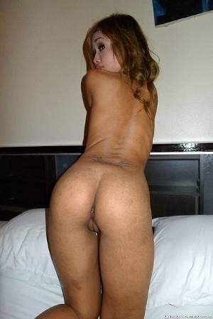 Домашние фото молодой похотливой тайки в душевой и во время секса