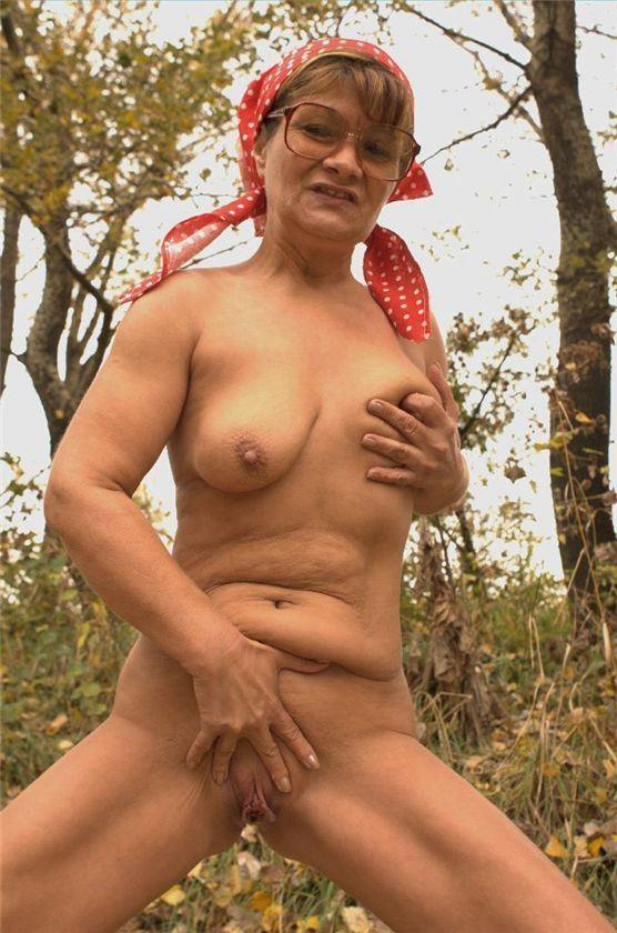 Русская бабушка ебется с внуком на даче