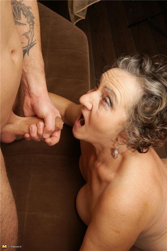 Бабушка учит внука ебаться фото 123-993