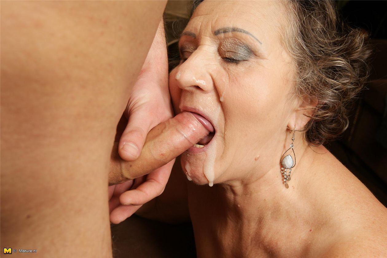 Бабушка учит внука ебаться фото 123-338