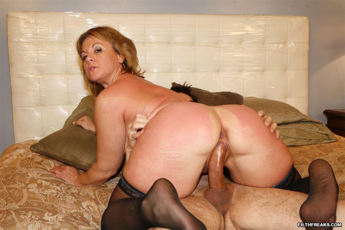 Секс с домохозяйкой в чулках смотреть онлайн 6 фотография