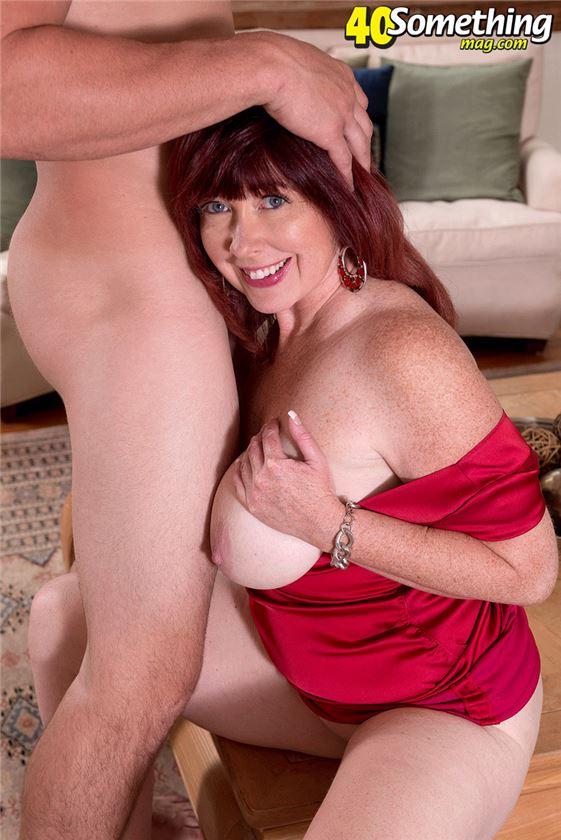 зрелая женщина любит когда ебут в жопу ее и дочку фото
