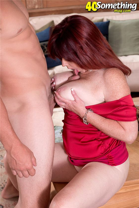 Порно шикарная зрелая дама с большой грудью и чулках ...