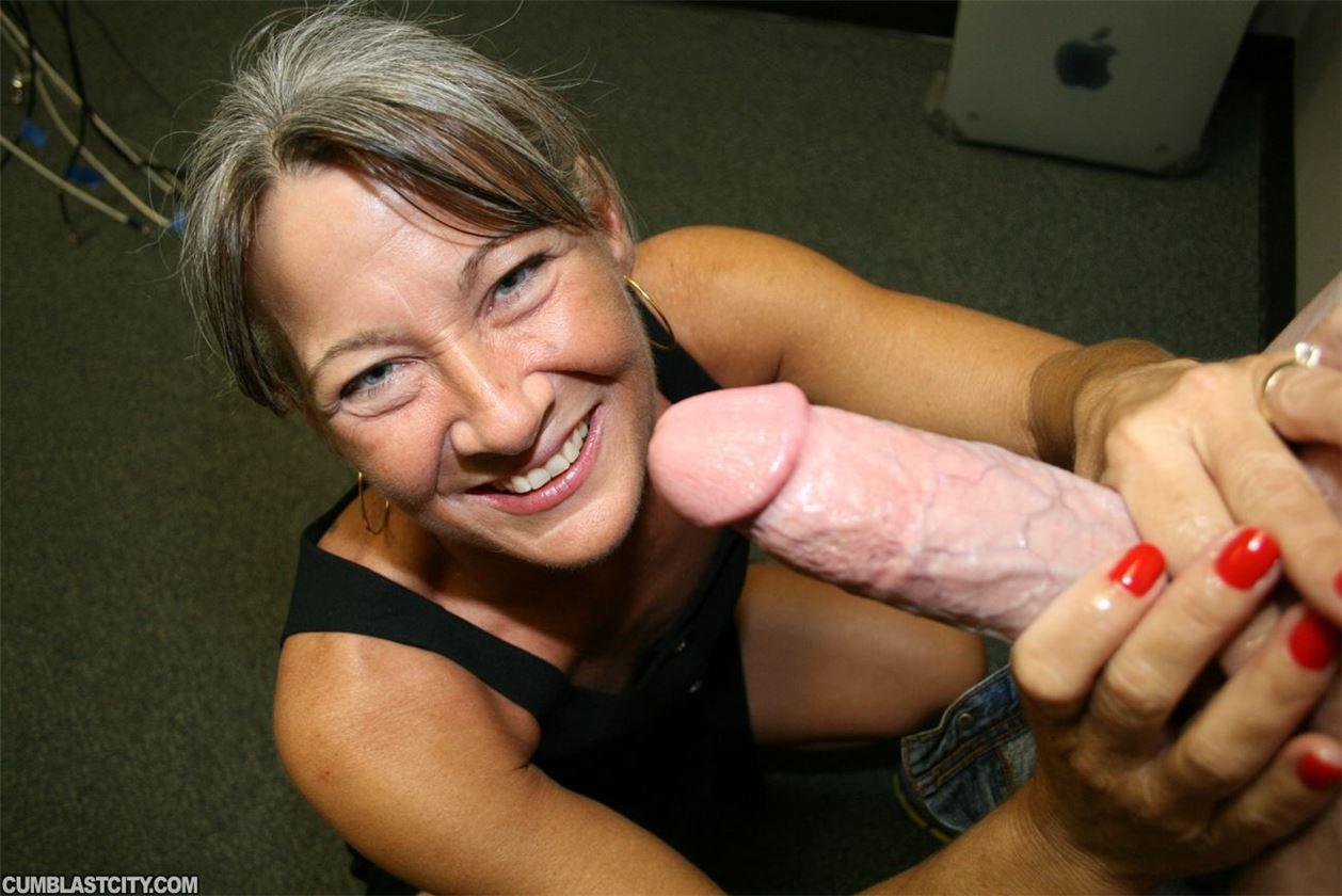 Смотреть онлайн бесплатно пожилая женщина мастурбирует 29 фотография