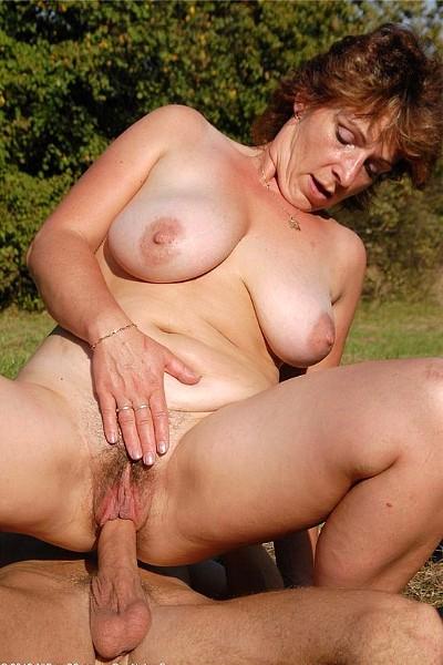секс  зрелых волосатых баб