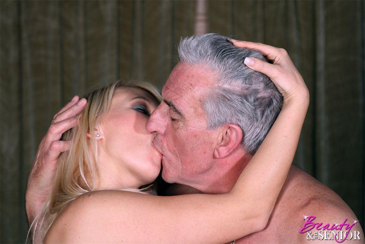 Смотреть секс старика с красивой девушкой 12 фотография