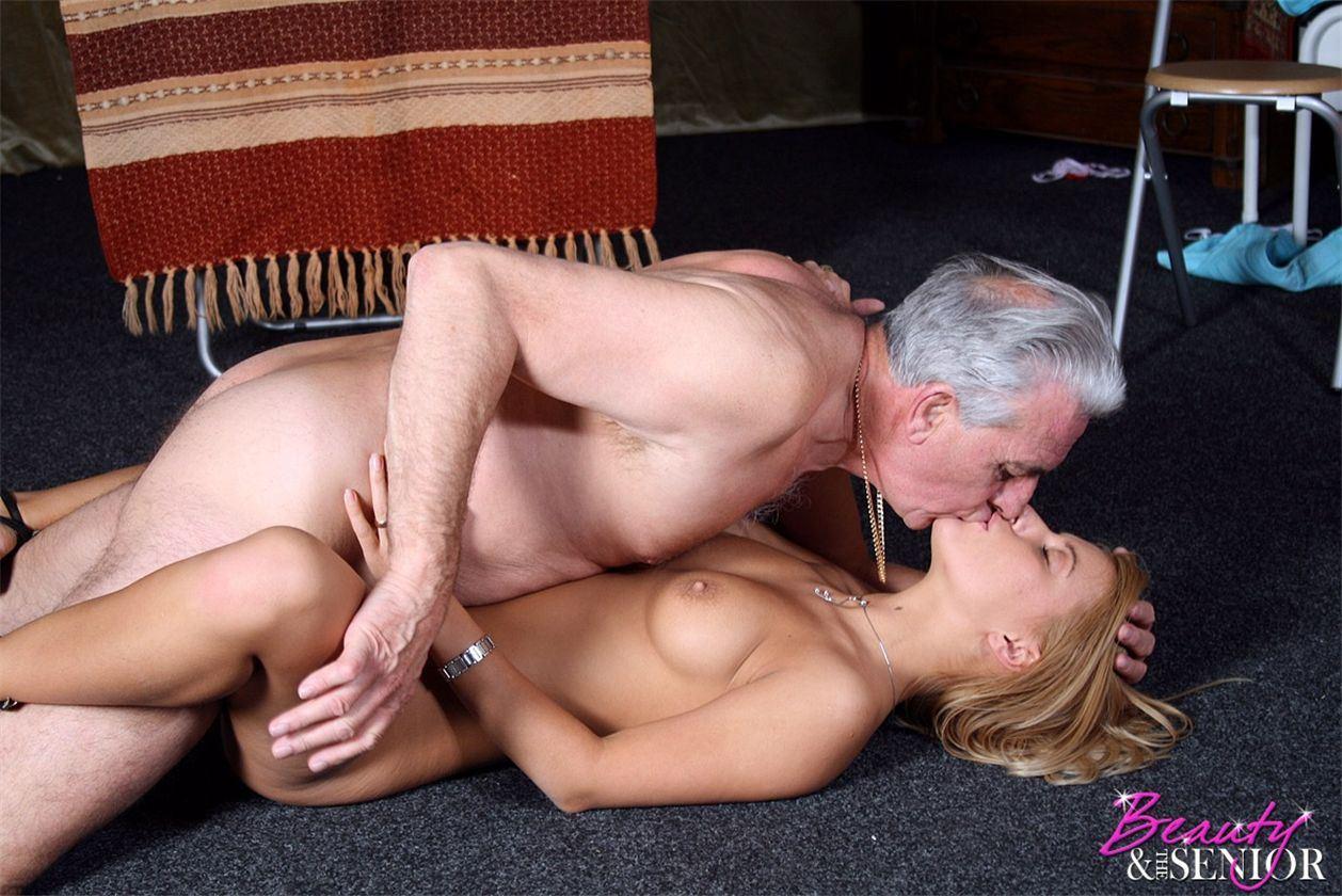 Секс девушек и старых стариков 25 фотография
