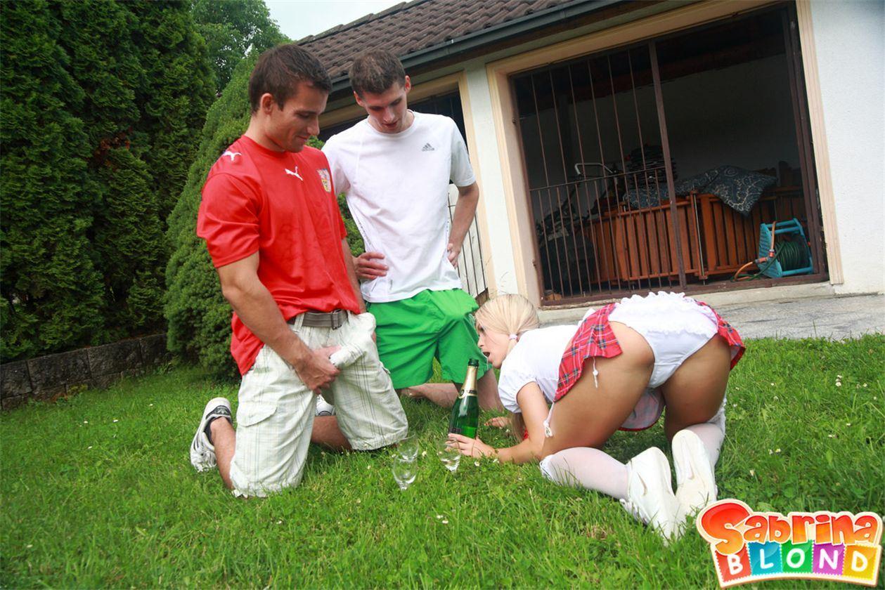 Футболист трахнул девку из группы поддержки