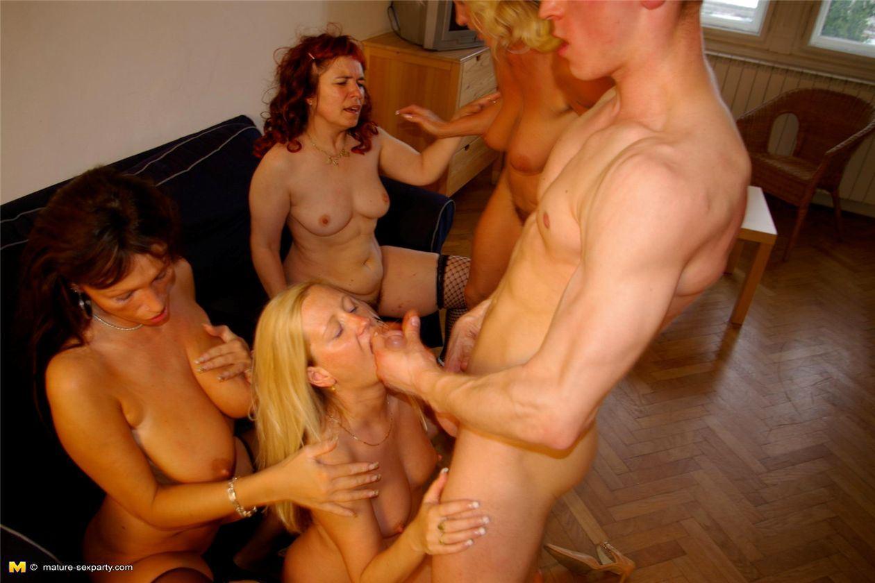 Вечеринки Зрелых Шлюх Порно Онлайн В Хорошем Качестве