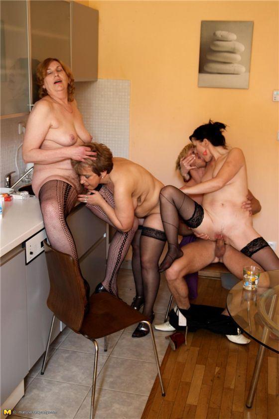 Групповой Секс С Молодыми Женщинами