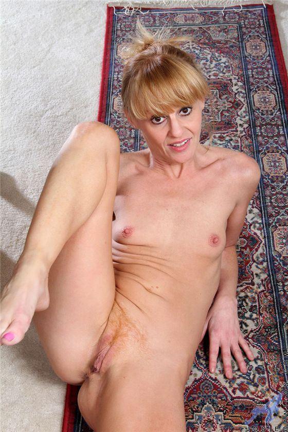 Порно зрелых женщин маленькими сиськами