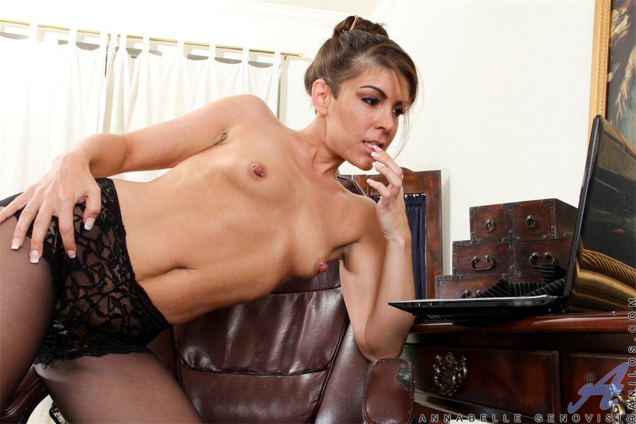 Смотреть онлайн порнуха в колготках 5 фотография