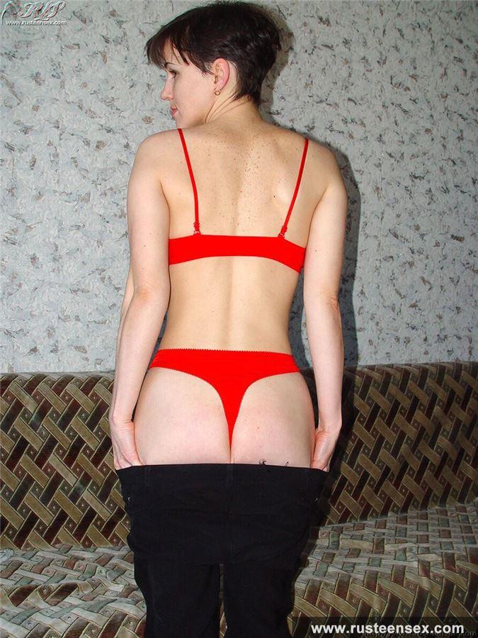 дрочит грудью порно