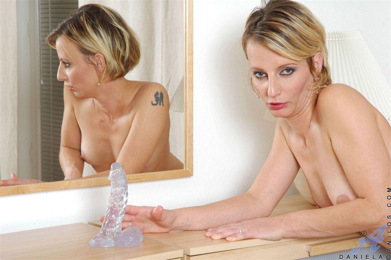 порно фото блондинка в новой квартире