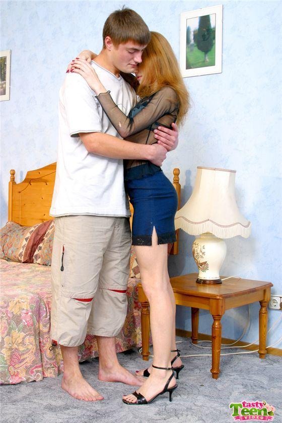Русский парень трахает свою красивую девушку на вебкамеру