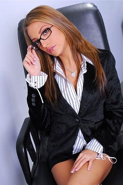 С виду деловая женщина, а в жопу ебется, как шалава