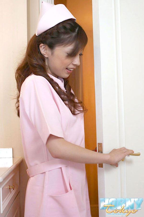 Смотреть порно кончил медсестре в рот 7 фотография