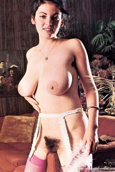 Ретро с голыми титьками