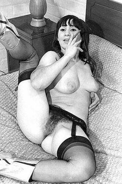 Женщины с красивыми голыми попками на винтажных фото