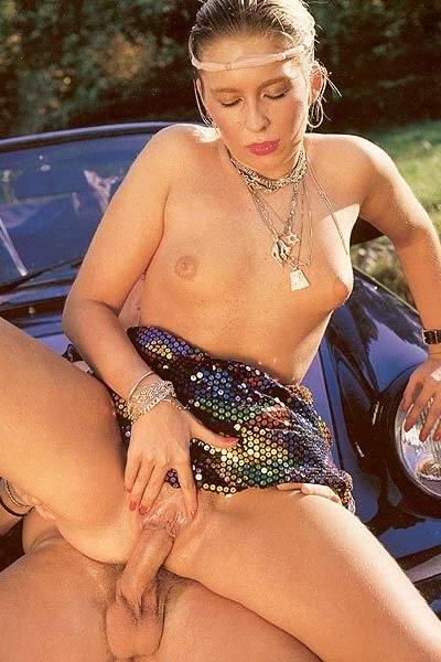 Ретро минет и секс на капоте кабриолета