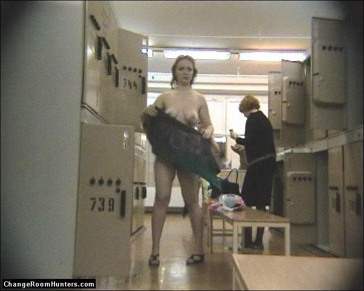 Фото скрытые камеры в женской бане, девушка мастурбирует в секс шопе и кончает видео