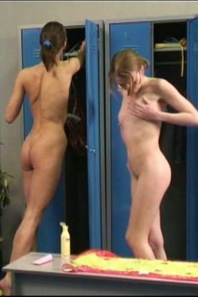 Скрытая камера в женской раздевалке бассейна