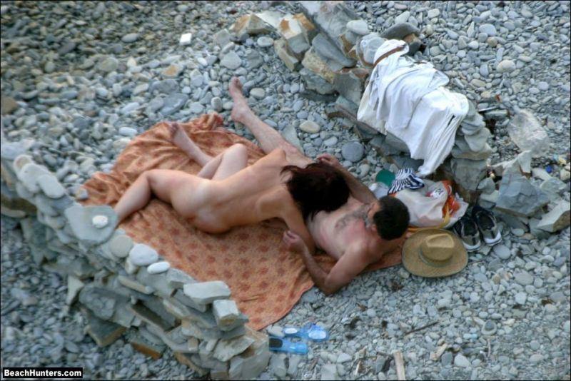 Молодая Пара Занимается Сексом На Пляже
