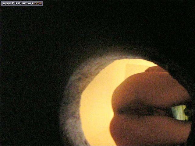 Скрытая камера и видео подглядывания в женском туалете