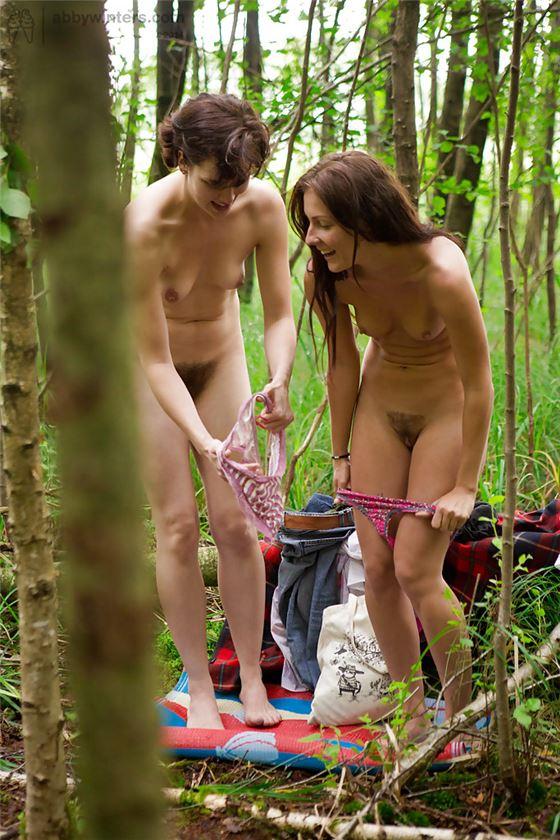 такой поворот девушки раздеваются подглядывание переводил взгляд брата