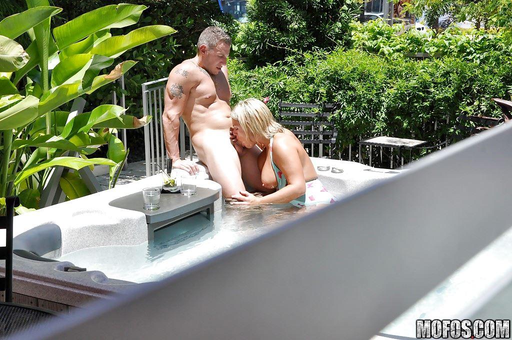 мужик ебет свою жену фото