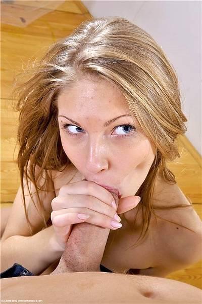 Девушка любит, когда парень ебет ее в рот и кончает на язык