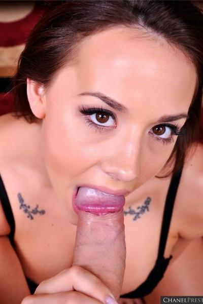 Женщина с карими глазами отсосала член, пока сперма не брызнула ей в рот