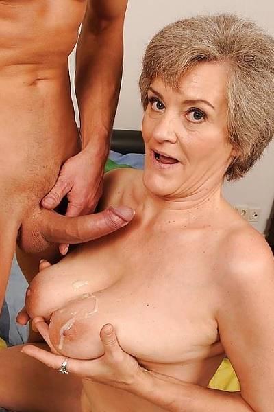 Похотливая сисястая бабуся ебется с молодым жиголо