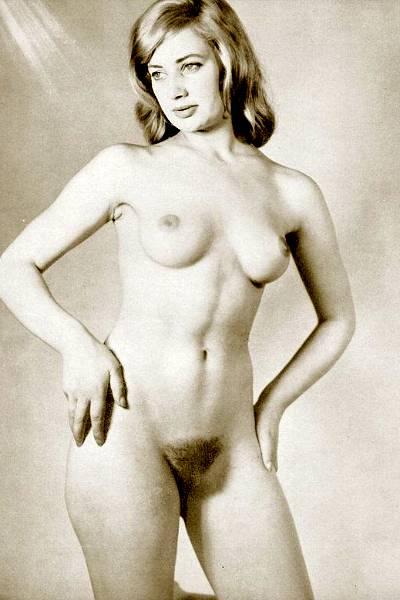 Черно-белые ретро фото женщин с небритыми пиздами